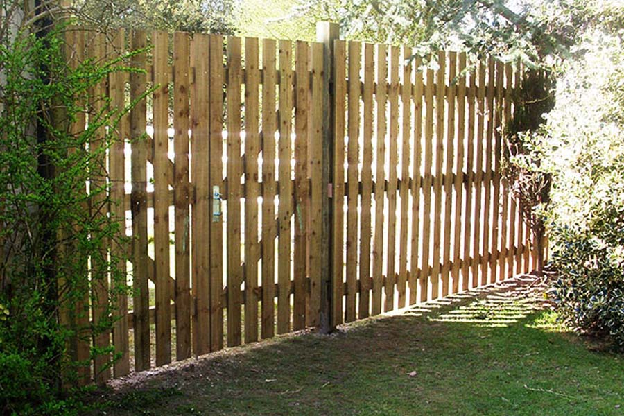 6' High Custom Picket Fencing | Chelmsford Fencing and Landscaping
