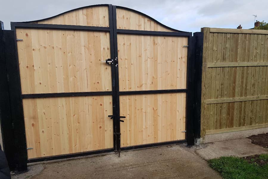 Arch topped pair of vehicle access gates   Chelmsford Fencing and Landscaping