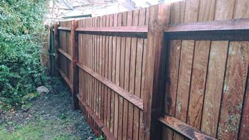 Closeboard Running Fence   Chelmsford Fencing and Landscaping