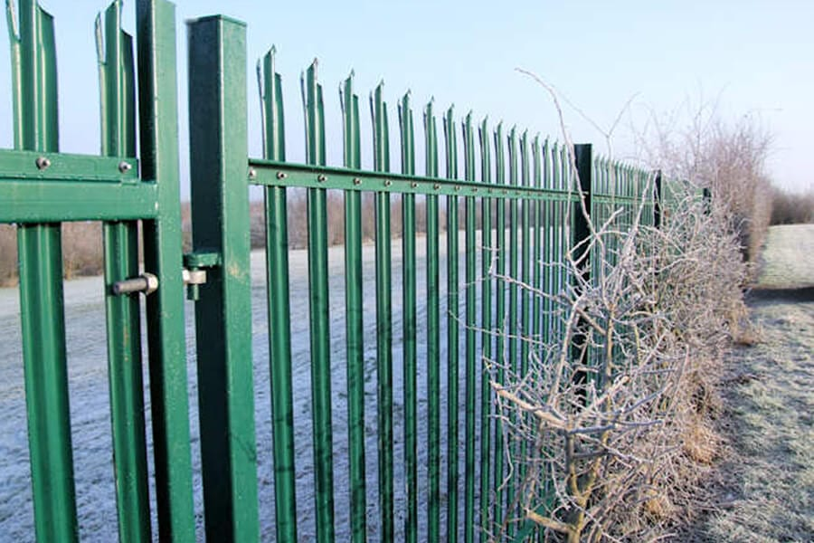 Palisade Fencing   Chelmsford Fencing and Landscaping