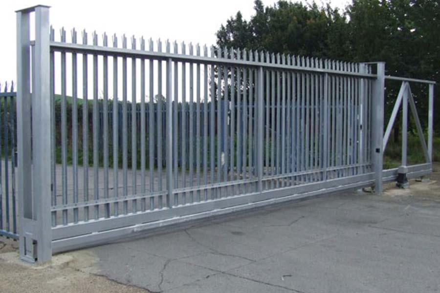 Palisade Fencing Installation   Chelmsford Fencing and Landscaping
