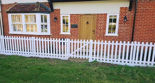 Picket Fencing   Chelmsford Fencing and Landscaping